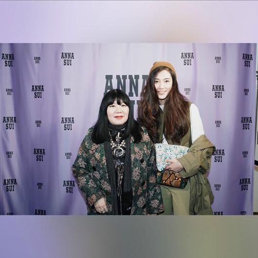 超模陈碧舸亮相纽约时装周 连看三场时装秀行程忙碌